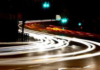 LEDとHID何が違うの?対向車を眩しくさせないのはどっち!?