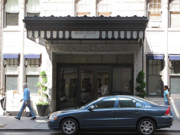 ホテル エントランス セダン