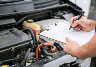 中古車購入時に確認しておきたい点検整備記録簿とは