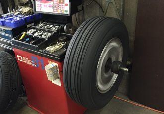 ホイールバランス調整って何?タイヤ交換時に必須の作業について