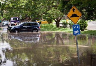 豪雨の時に補償が出ます!!車両保険について知っておきたい!