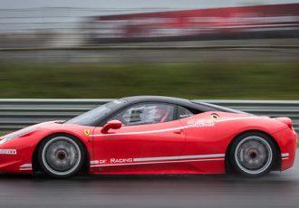 雨の日の曇り対策!!レーシングカーはどうしてるの?