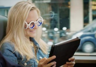 かけるだけで乗り物酔いしない!シトロエンが開発したメガネが画期的すぎる!