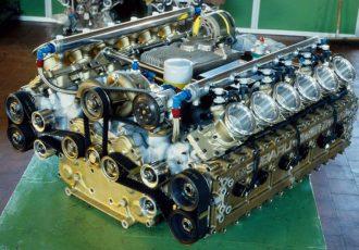 水平対向エンジンの名車とは?幻の国産F1ボクサーエンジンから、海外のフラットエンジンまで、構造とともにご紹介します。