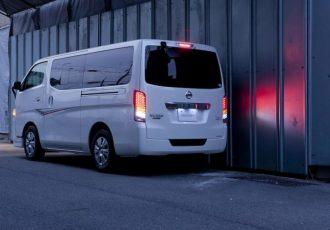 4万8000円で流れるウインカーに!!NV350キャラバン用LEDテールキット