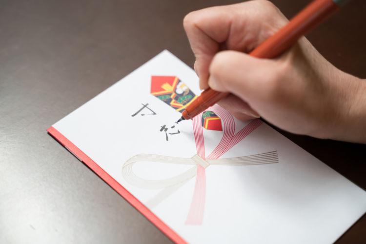 お金を渡すときに入れる封筒の書き方とは?封筒の種類やお札の向きも注意が必要!