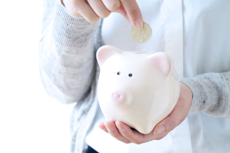 貯金は毎月いくらが理想?世帯や年代別貯金額や貯蓄の方法を解説