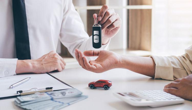 車の名義変更の費用はいくら?車の名義変更に必要な手続き、必要な費用を解説
