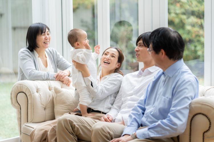 生前贈与にかかる費用はどのくらい?不動産の贈与に課される税金とは?