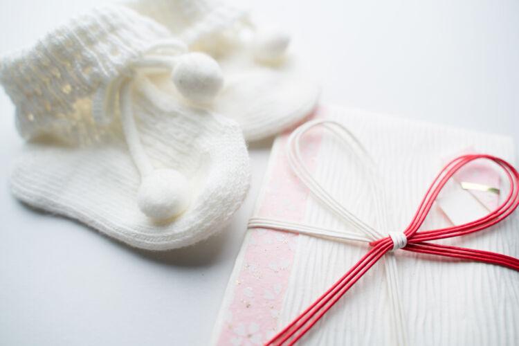 関係で異なる出産祝いの相場やおすすめプレゼントを紹介