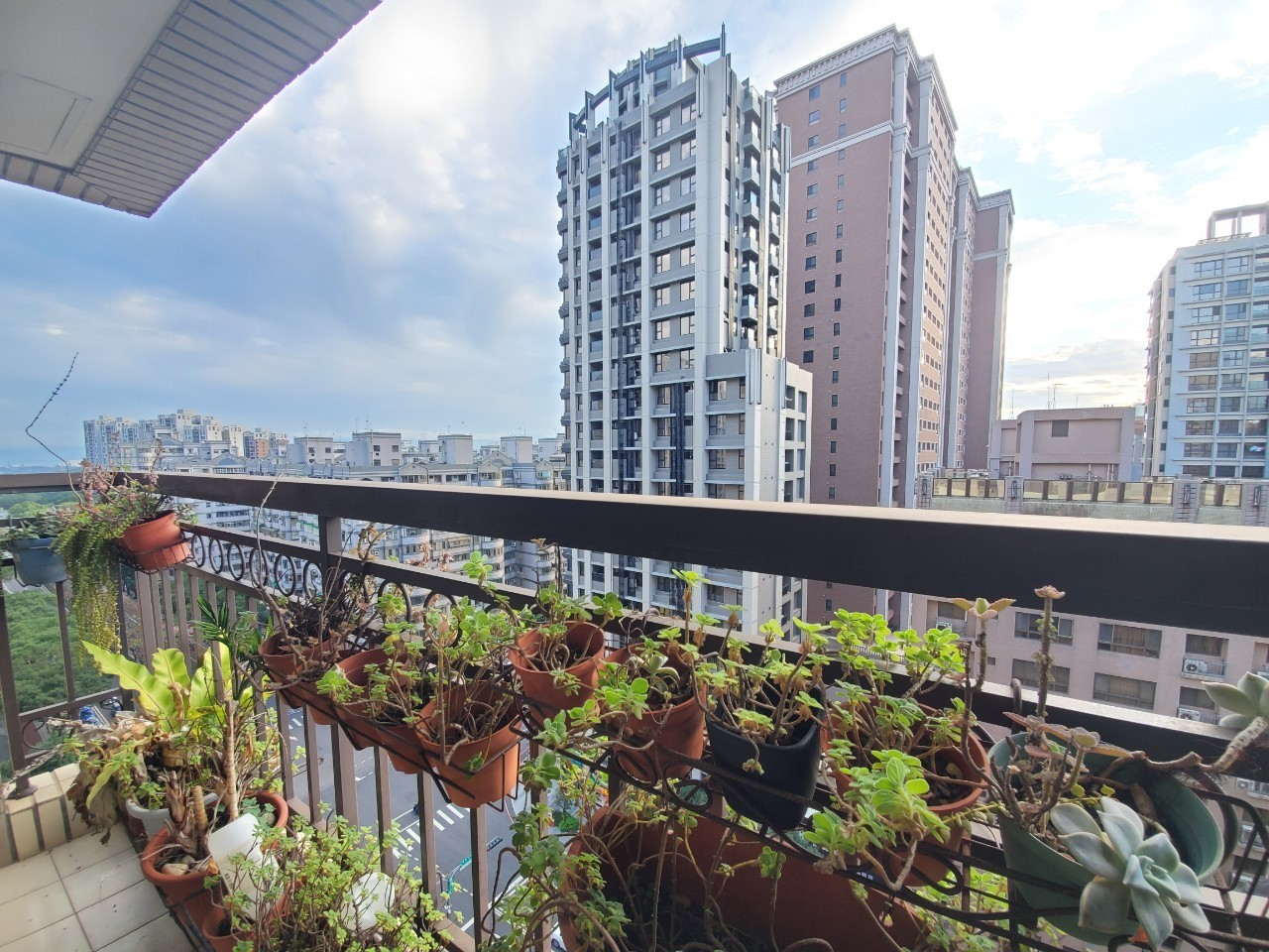 未來市溫馨高樓2+1房車