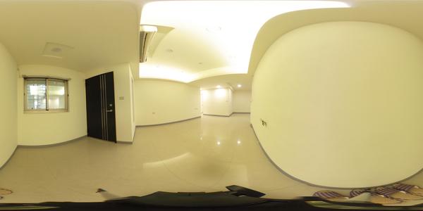 環球美妝四房方便停車一樓
