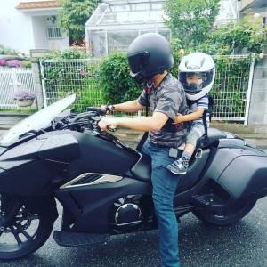 息子とバイクでパン屋さん