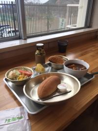 廃小学校跡給食レストランと檜原村の滝