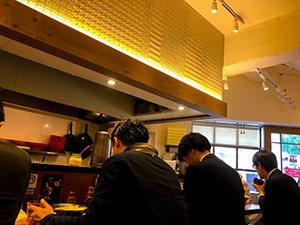 海老鶏麺蔵 店内