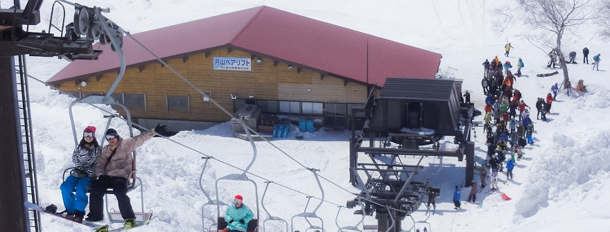 山形観光情報:月山夏スキーペアリフト乗り場