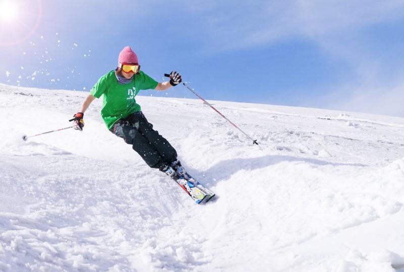 山形観光情報:月山夏スキー
