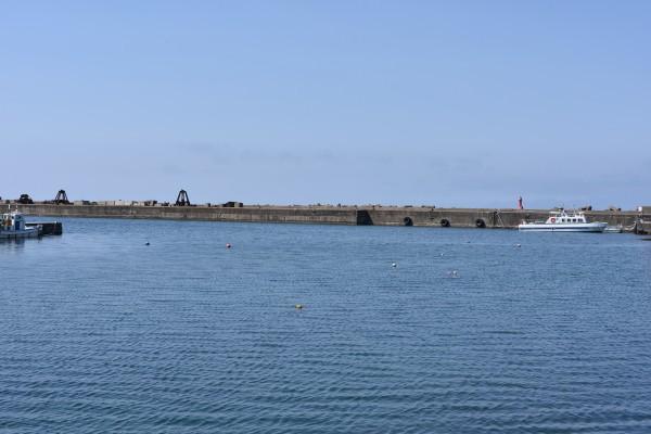 フェリー埠頭の防波堤