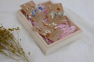 nem 応援デザイン ピアス(アレルギーに優しいノンホール樹脂タイプ) ご注文後に手作りします(*^^*) 本物のかすみ草で制作するピアスの3作品セット