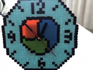アイロンビーズNEMロゴ置き時計