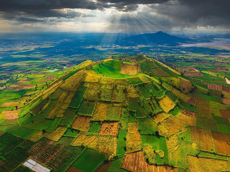 Đến Tây Nguyên khám phá núi lửa Chư Đăng Ya hùng vĩ mà không kém phần thơ mộng