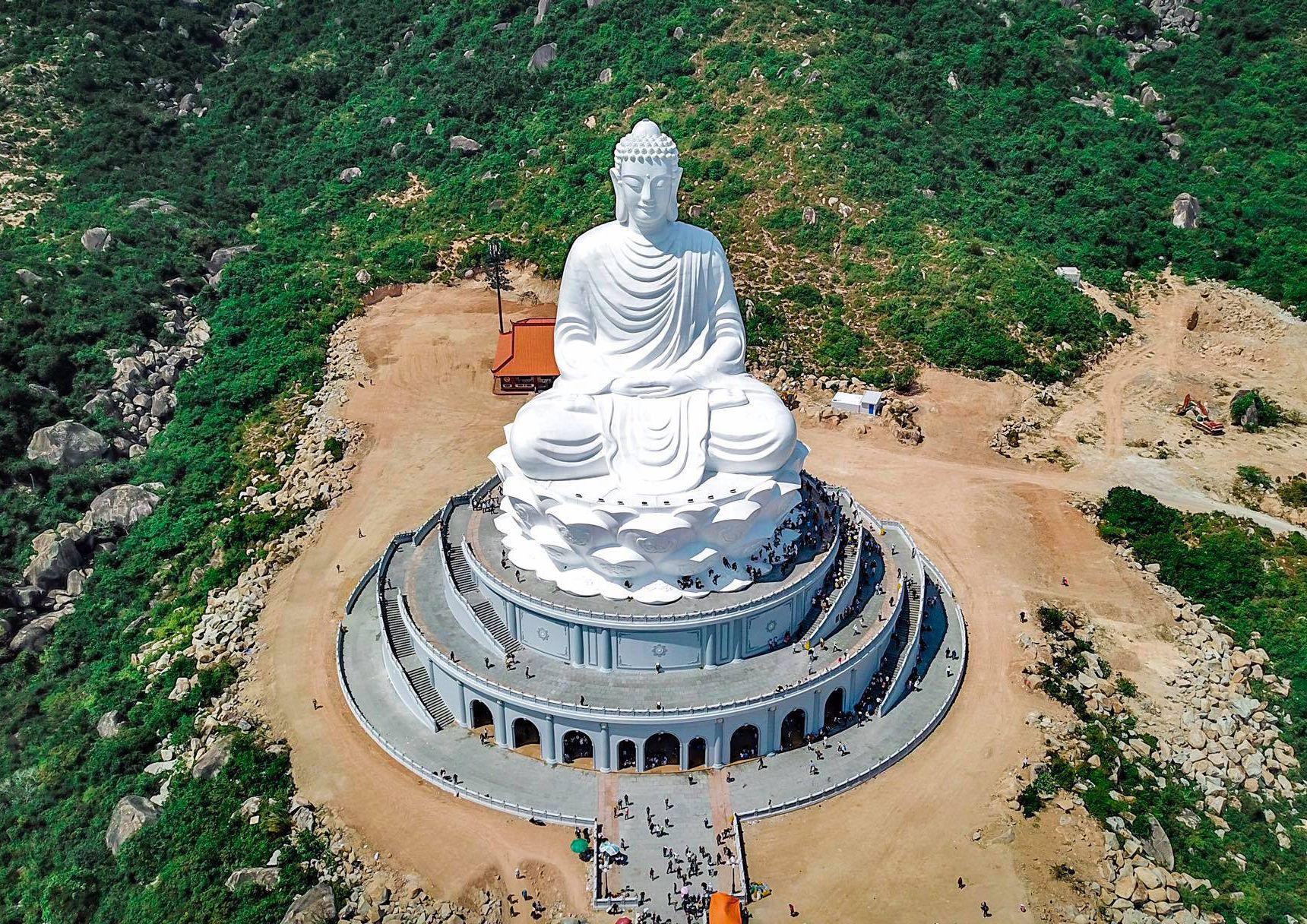Đến Quy Nhơn tận hưởng cảnh sắc biển tuyệt đẹp và thăm tượng Phật ngồi lớn nhất Đông Nam Á