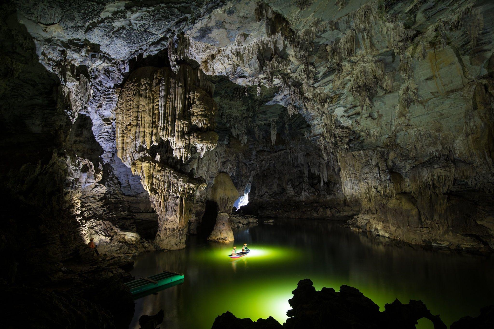 Khám phá hang động 5 triệu năm tuổi đẹp như xứ sở thần tiên ở Quảng Bình