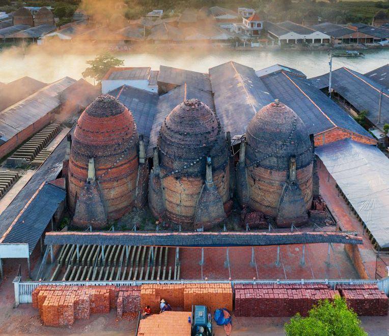 Đến thăm làng gốm được mệnh danh là 'vương quốc đỏ' ở Vĩnh Long
