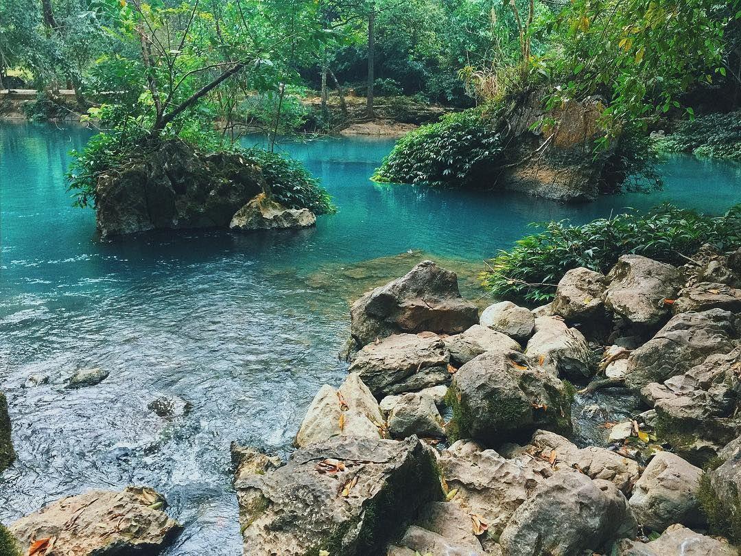 Suối Lê-Nin thơ mộng với làn nước xanh độc đáo giữa núi rừng