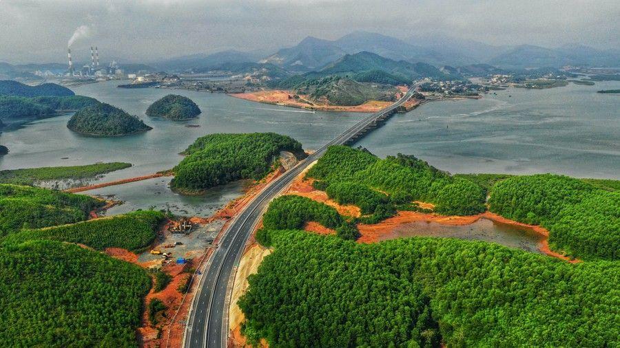 Chinh phục 7 cung đường  ven biển đẹp nhất của Việt Nam