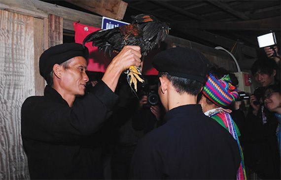 tuc-bat-vo-va-cuoi-hoi-cua-nguo-hmong-5