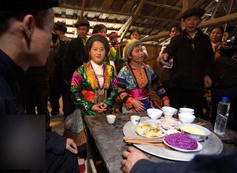 tuc-bat-vo-va-cuoi-hoi-cua-nguo-hmong-9
