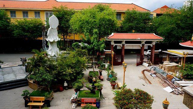 Chiêm ngưỡng tháp chuông lớn nhất ở Sài Gòn cùng nét tâm linh cổ-7.jpg