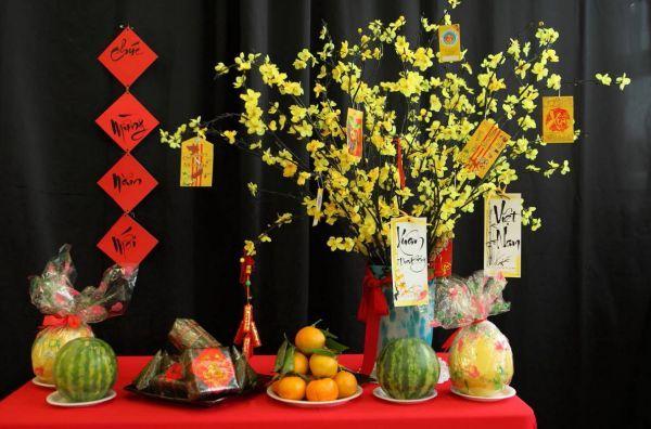 Người Việt có những phong tục truyền thống nào trong dịp Tết Nguyên Đán?