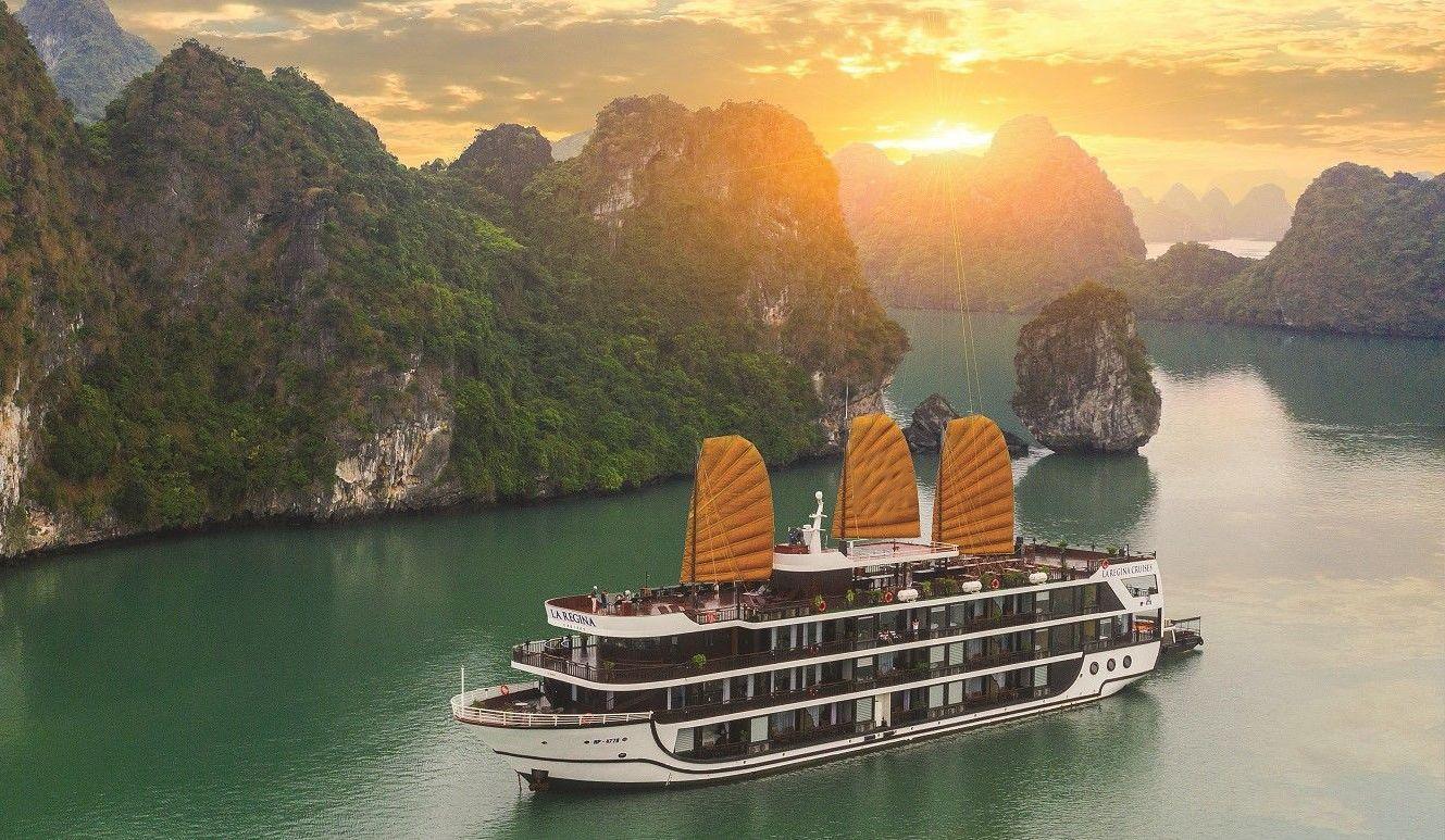 Ngắm nhìn vẻ đẹp tựa thiên đường của vịnh Bái Tử Long từ trên du thuyền