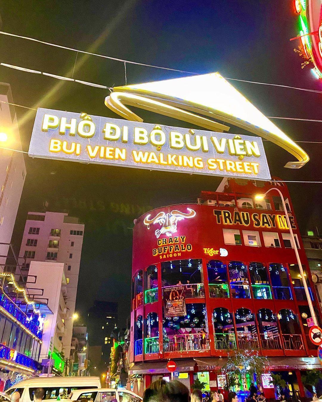 pho-tay-bui-vien-khu-pho-khong-ngu-giua-long-sai-gon-4