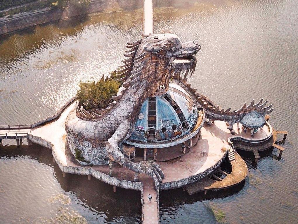Công viên bỏ hoang nhưng cực hút khách Tây ở Huế bởi vẻ đẹp ma mị, bí ẩn