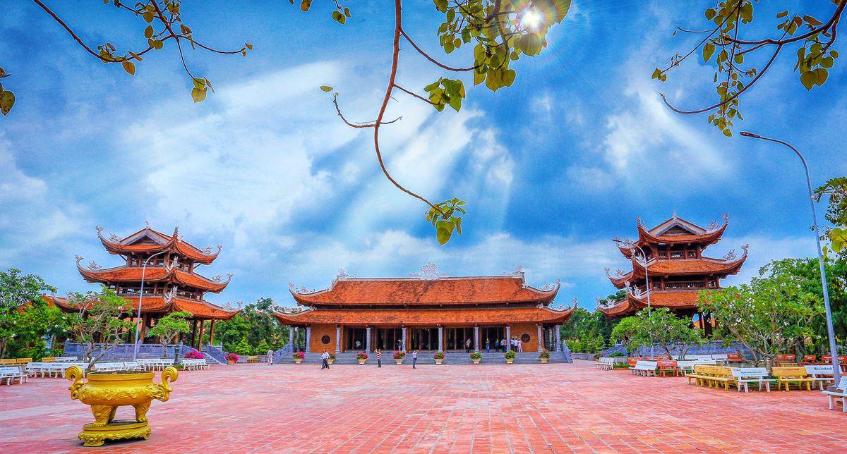 Vãn cảnh thiền viện Trúc Lâm Phương Nam ấn tượng ở Cần Thơ