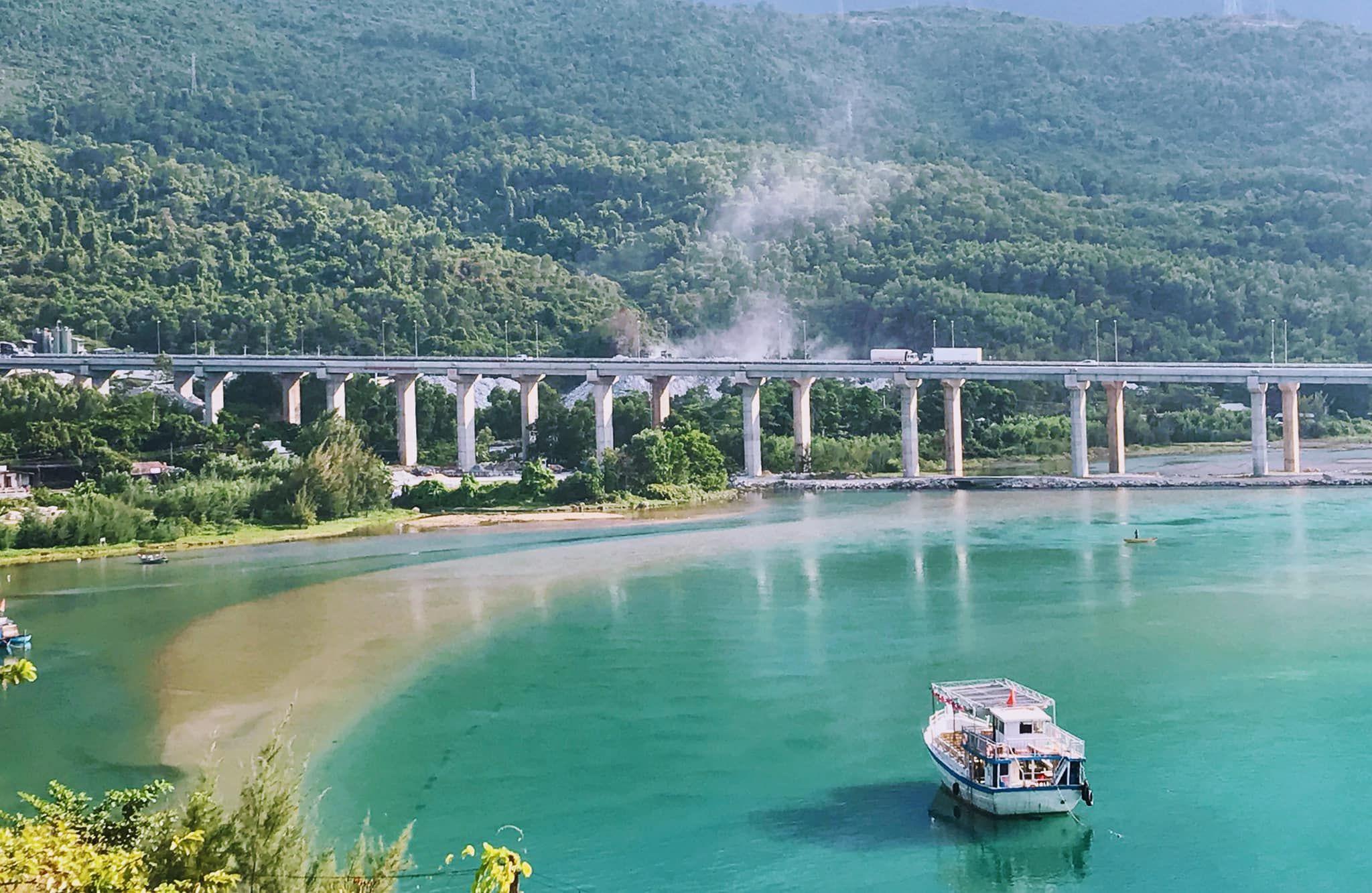 Vẻ đẹp thơ mộng của vịnh Lăng Cô - vịnh đẹp nhất thế giới