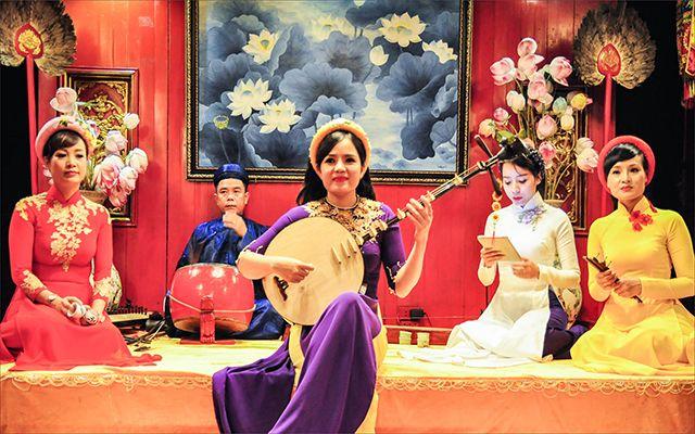 Ca Huế trên sông Hương - 'đặc sản' văn hóa thu hút bao du khách thưởng thức