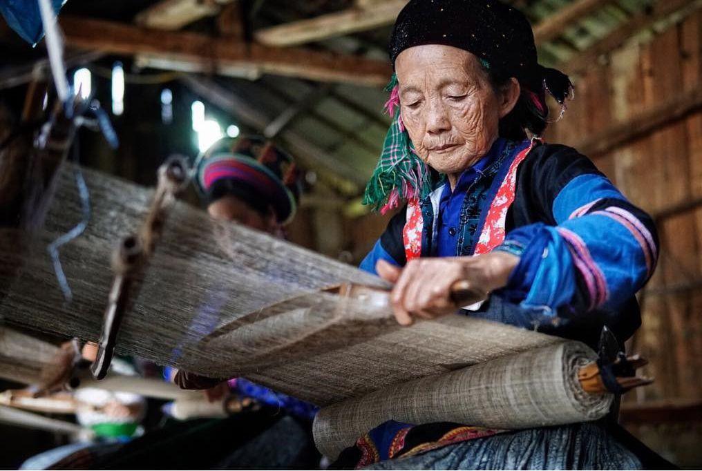 Ghé thăm làng dệt thổ cẩm Lùng Tám đầy sắc màu ở Hà Giang