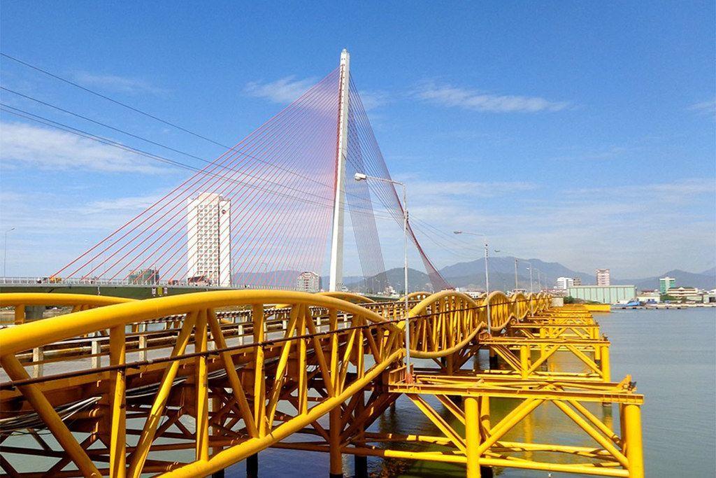Đà Nẵng có duy nhất cây cầu đi bộ bắc qua sông Hàn cực hút du khách