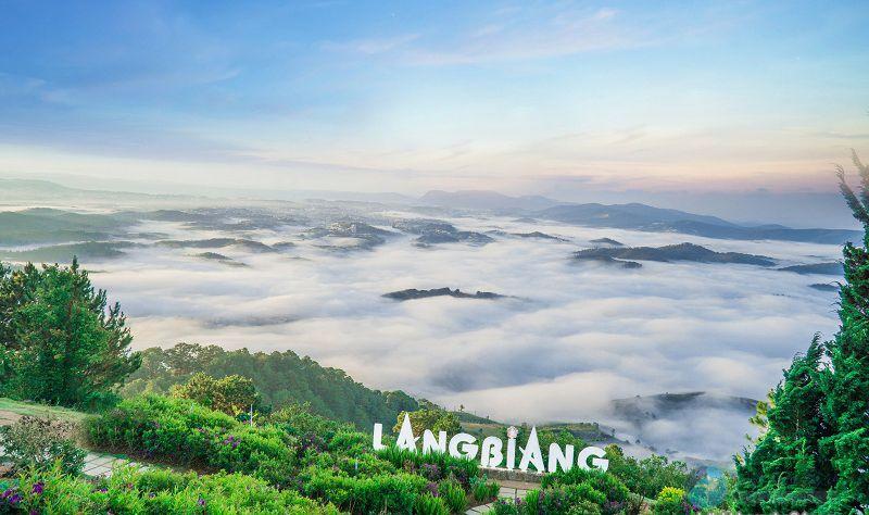 Đỉnh Langbiang - 'nóc nhà' của Đà Lạt với truyền thuyết tình yêu cảm động