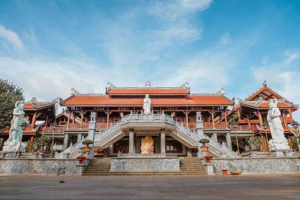 chua-sac-tu-khai-doan-cao-nguyen-travel-1024x682