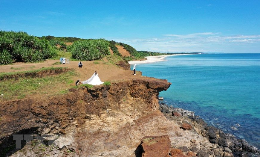 Exploring the pristine but incredibly beautiful Mui Treo in Quang Tri