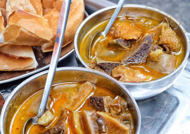 Pha Lau Saigon - the street food which has never stopped