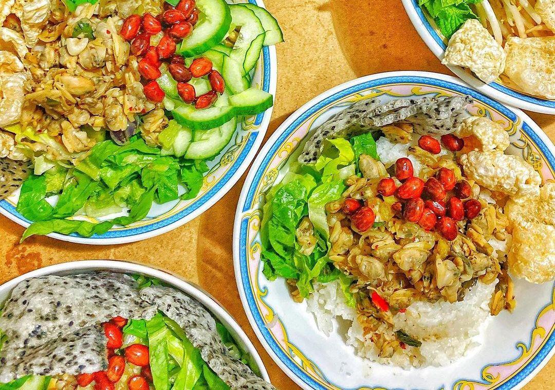 Thưởng thức cơm hến - món ăn từng được tiến vua thời xưa