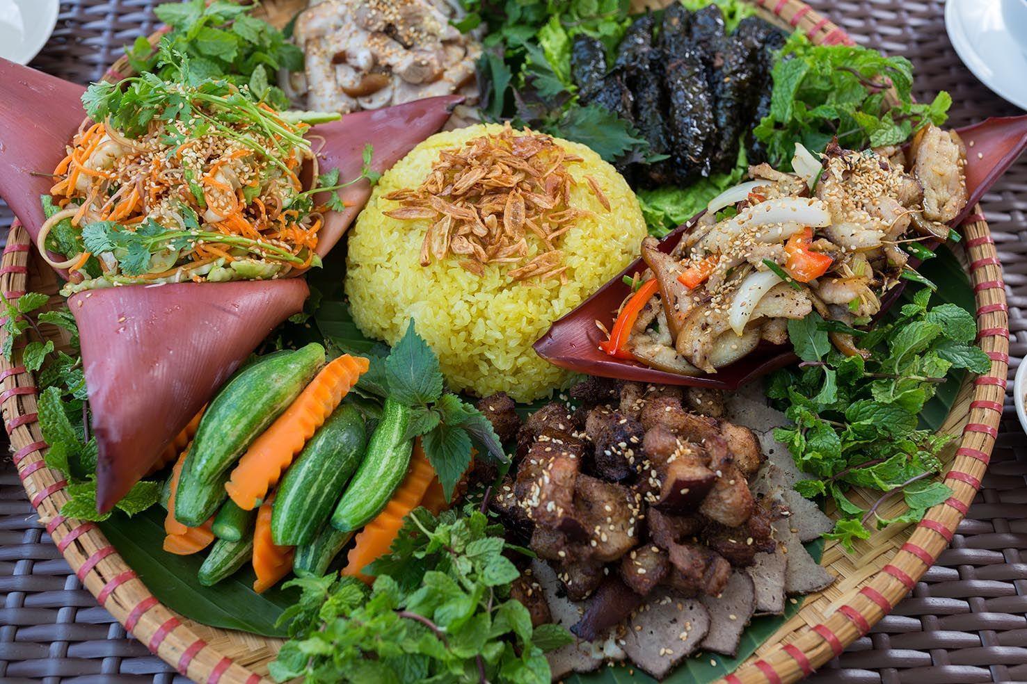 Cỗ lá - một nét ẩm thực độc lạ của người dân tộc Mường