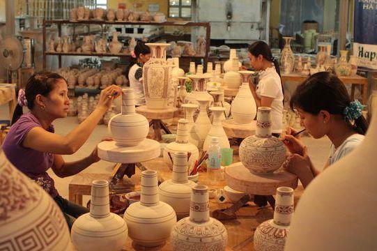 Ghé thăm Bát Tràng - làng gốm cổ hơn 700 năm nổi tiếng nhất Việt Nam