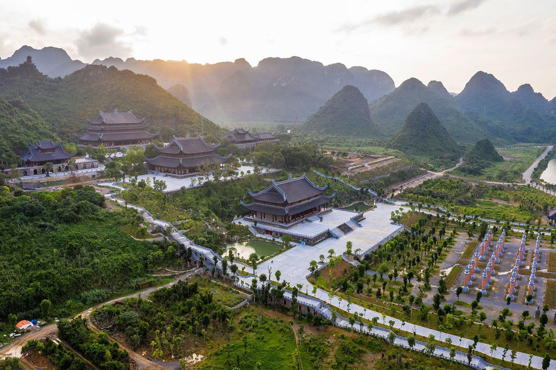 Đến Hà Nam thăm quần thể chùa Tam Chúc lớn nhất Việt Nam